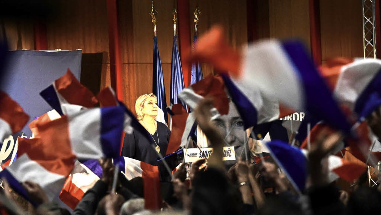 Für ihre Anhänger ist sie eine Lichtge...Le Pen beim Wahlkampf in Südfrankreich    Foto: AFP