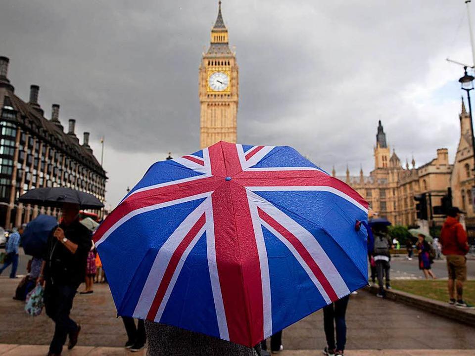 Die Uhr des Londoner Big Ben wird noch... Austritt Großbritanniens aus der EU.   | Foto: AFP