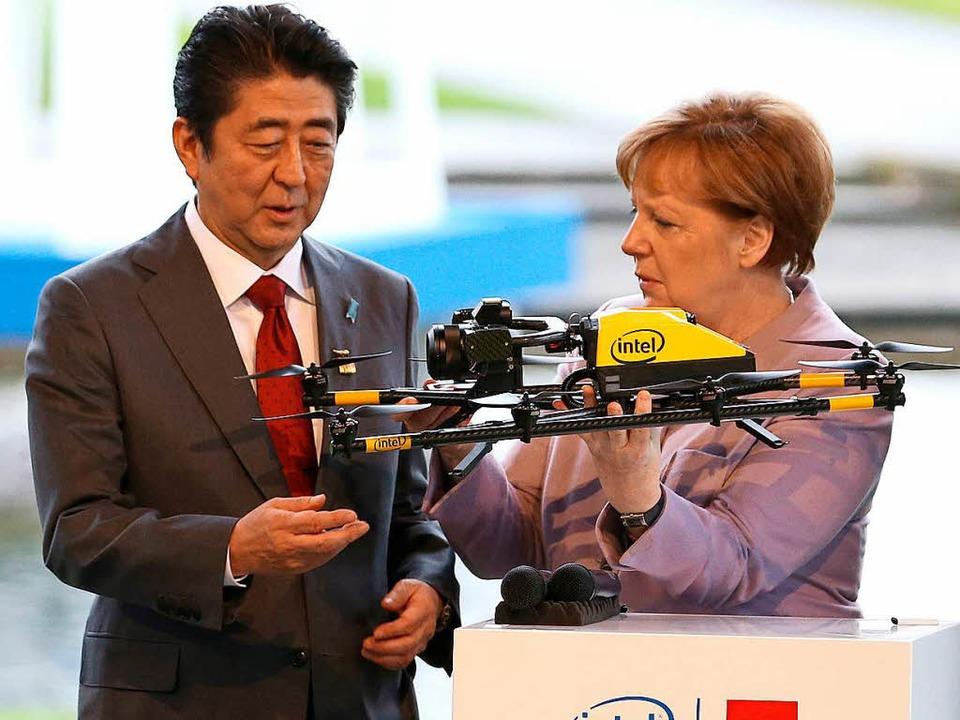 Regierungsgeschäfte statt Wahlreden: K...ontag auf der Cebit-Messe in Hannover   | Foto: dpa