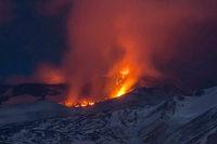 Fotos: Der Ätna spuckt wieder Lava aus