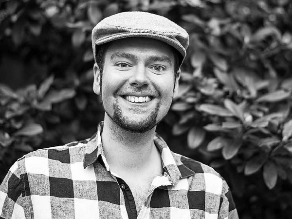 """Philipp Multhaupt (27) ist Slam-Poet und Autor (""""Herrn Murmelsams Fieberträume"""" und """"Über die Erhabenheit toter Katzen und das Umwerben trauriger Mädchen"""", erschienen bei Periplaneta)."""