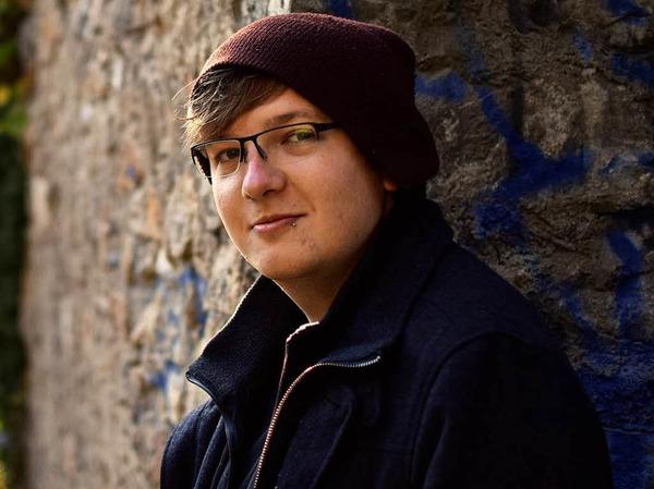 """Thilo Dierkes (21) ist Poet, Gewinner des Literaturpreises Open Mike in der Kategorie """"Prosa"""" (Gewinnertext """"Von Ajaccio her"""") und arbeitet zur Zeit an seinem ersten Buch."""