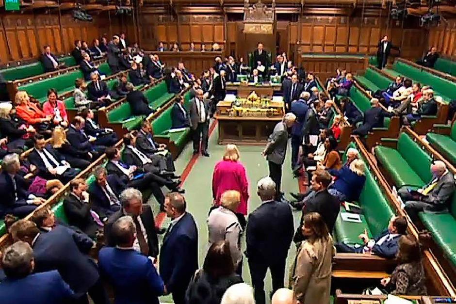 Das Unterhaus unterbrach seine Debatte. (Foto: AFP)