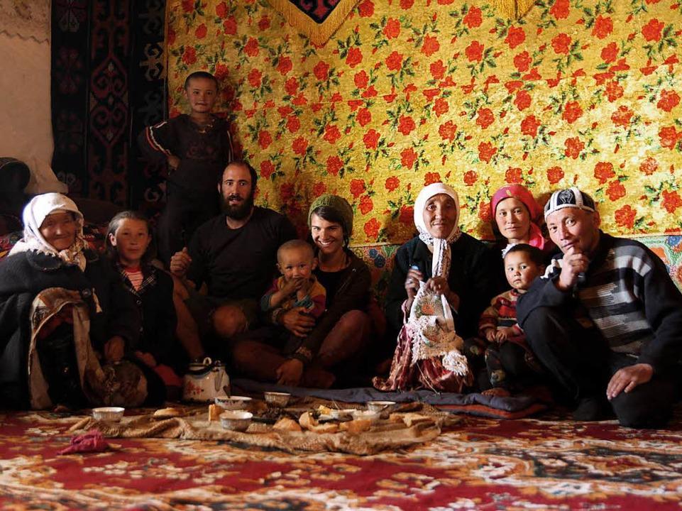 Im Pamir lernen sie tadschikistanische Gastfreundschaft kennen, Juni 2013.  | Foto: Gwen Weisser