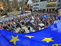 """""""Pulse of Europe"""": Pro-Europa-Bewegung in Freiburg wächst"""