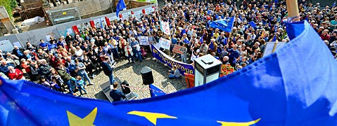 "1600 Menschen demonstrieren bei ""Pulse of Europe"""