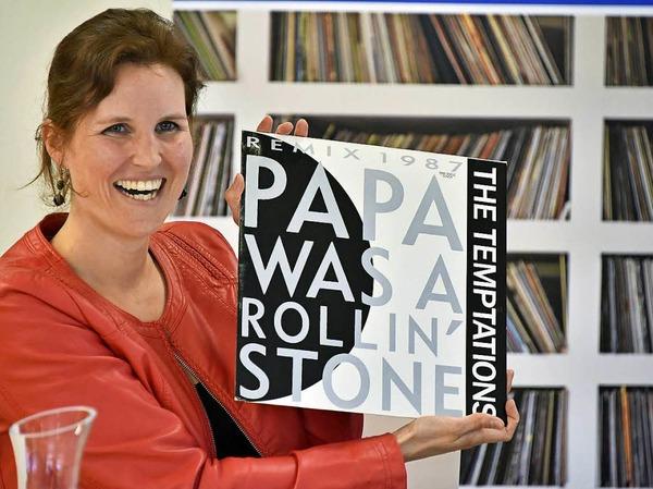 """""""Papa Was A Rolling Stone"""": Annette Karpp, Tochter des Sammler  Reinhold Karpp mit sinnfälligem Motto - dem Songtitel eines Hits der Temptations"""