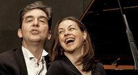 Mihai Grigoriu (Klavier) und Nina Amon (Gesang) präsentieren Lieder von Kurt Weill im SWR-Studio
