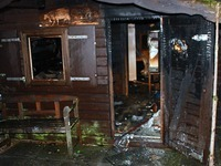Feuer in Freizeithütte an der Wickartsmühle wütet heftig