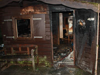 Polizei vermutet Brandstiftung bei Freizeithütte an der Wickartsmühle