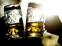 Kriegt man in Berliner Bars mit SC-Trikot ein Freibier?