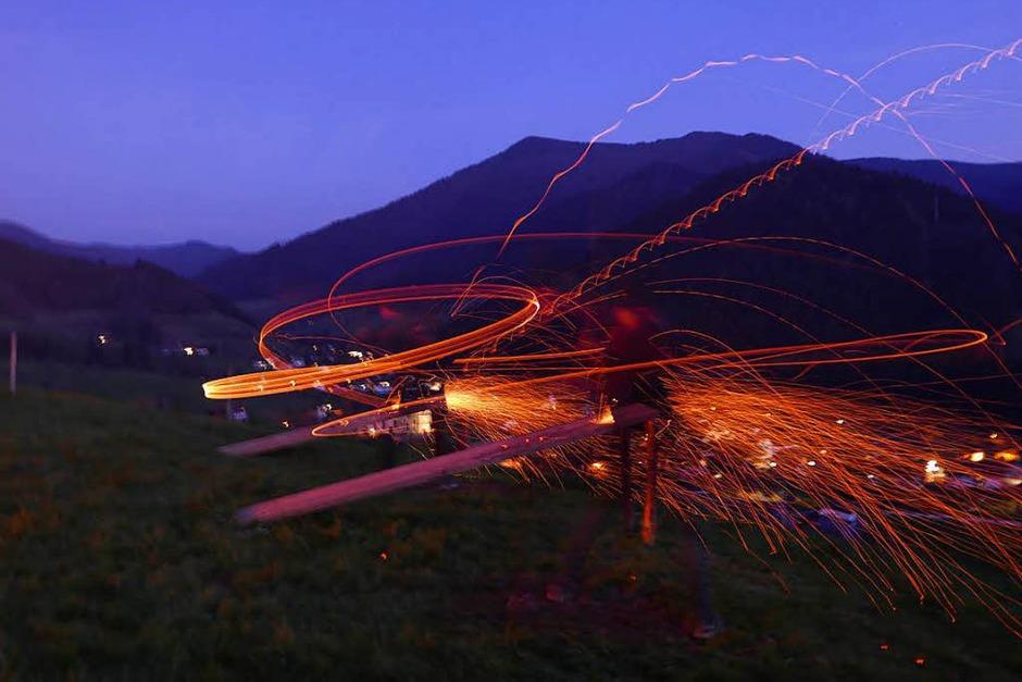 Auch im Simonswald fand dieses Wochenende wieder das traditionelle Scheibenschlagen statt. (Foto: Horst Dauenhauer)