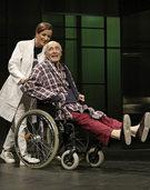 """""""Vater"""", die Geschichte eines 80-jährigen, dessen Alltag sich immer mehr in ein verwirrenden Labyrinth verwandel, in der Oberrheinhalle"""