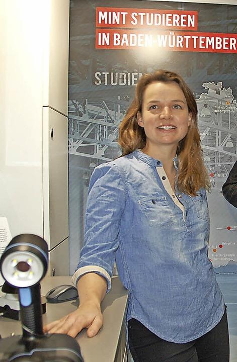 Diplom-Physikerin Katinka Ballmann geh...lle möglichen Schülerfragen gerne ein.  | Foto: hrö