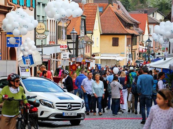 Blühendes Endingen und Antikmarkt 2017: Schon am Samstag herrschte reges Treiben in der Innenstadt.