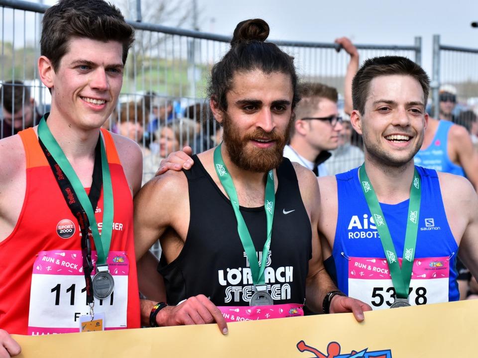 Die drei schnellsten Männer beim Halbm...e) und Henrich Kolkhorst (rechts, 3.).  | Foto: Daniel Thoma