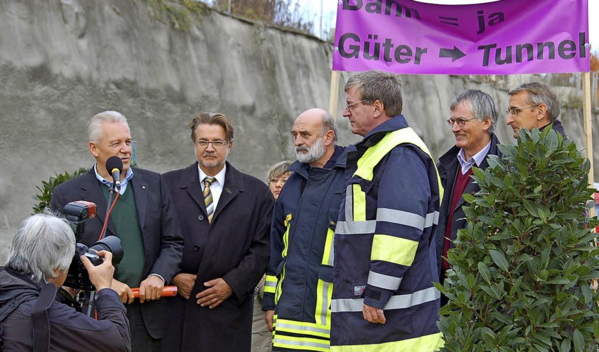 Werner Schmids  fachlich fundierter Ei...Rüdiger Grube (links) nie vergisst.     | Foto: Langelott