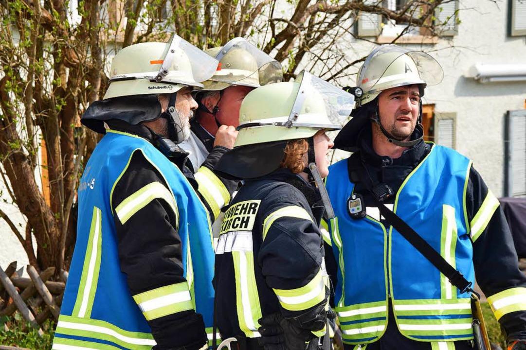 Feuerwehren löschen einen Zimmerbrand im Hotel Straub in Kappel.  | Foto: Kamera 24