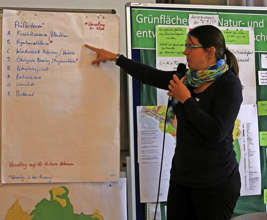 Die Gruppen stellten sich einander ihr...nergebnisse vor, hier Astrid Heidemann  | Foto: Georg Voß