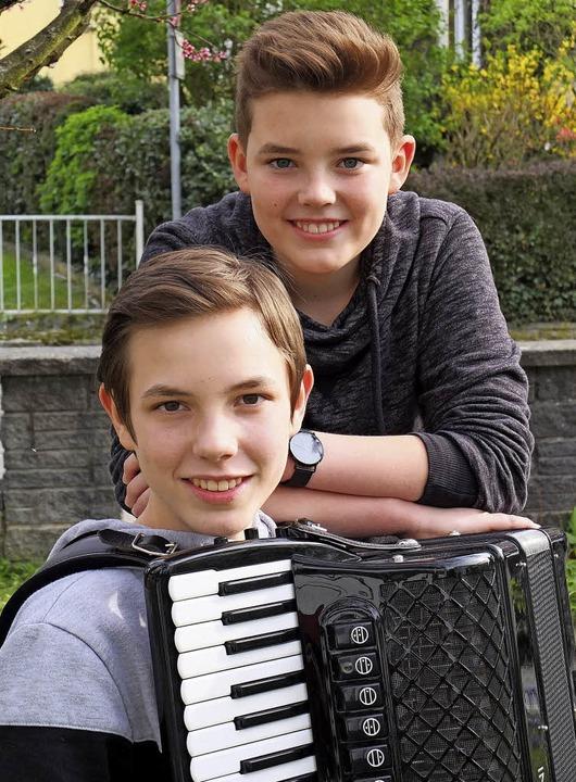 Haben nicht nur beim Musizieren großes...z und  der Akkordeonist Julian Heinz.   | Foto: Anja Kunz