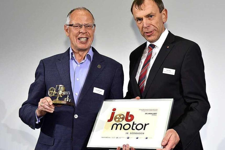 Jobmotor-Sieger: Helmut Laaf (li.) von TPL Path Labs Freiburg und Laudator Bernd Rigl (Sparkasse Freiburg-Nördlicher-Breisgau). (Foto: Thomas Kunz)