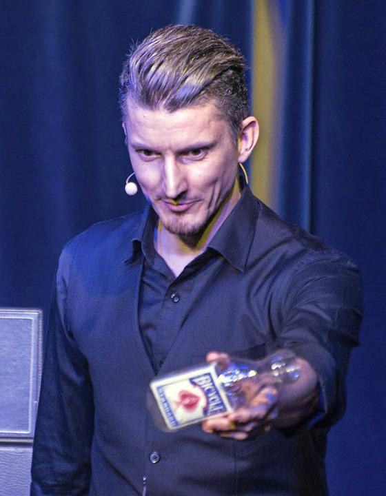 .. und Wolfgang Moser, der am Samstag das Publikum immer wieder verblüffte.  | Foto: Olaf Michel