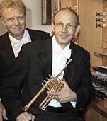 Bernhard Kratzer (Trompete) und Paul Theis (Orgel) in der Kirche St. Cyriak in Sulzburg