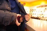 Mann löst erst Rettungseinsatz aus und wird dann beim Ladendiebstahl erwischt