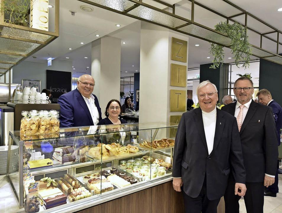 <BZ-FotoAnlauf>Café Zita:</BZ-FotoAnla...l Guth (von rechts) bei der Eröffnung   | Foto: T. Kunz