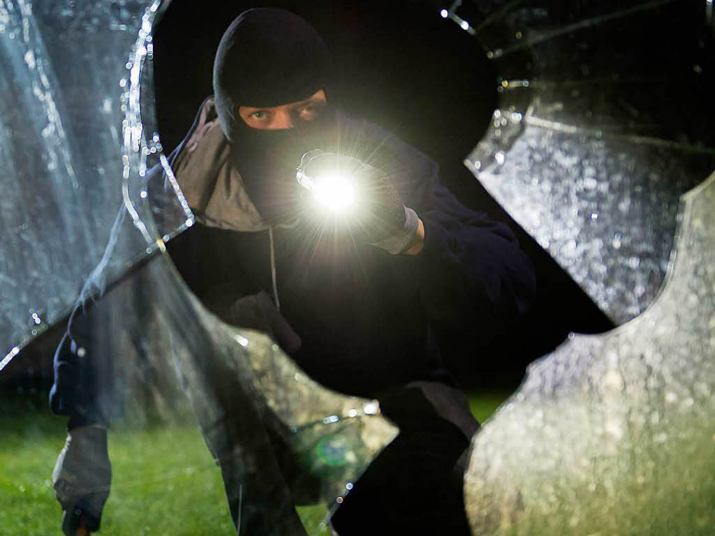 Nachbar will Einbrecher stoppen und wird angeschossen
