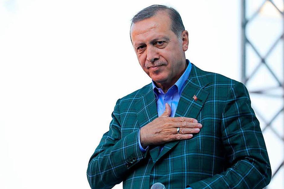 Erdogan beim Wahlkampfabschluss (Foto: dpa)