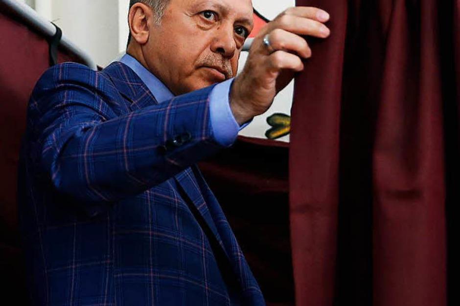 Erdogan gibt seine Stimme ab. (Foto: dpa)