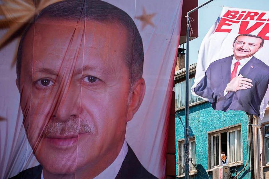 Poster mit dem Bild von Präsident Recep Tayyip Erdogan (Foto: dpa)