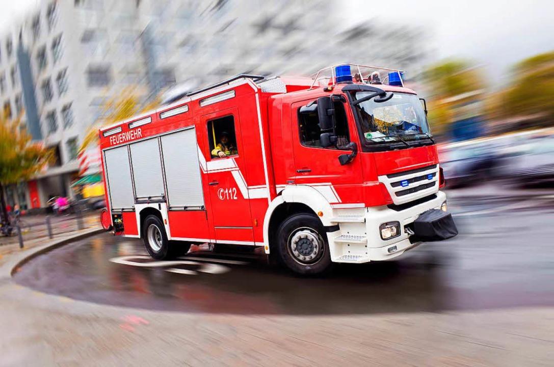 Eine brennede Mülltonne musste die Lörracher Feuerwehr löschen (Symbolbild).  | Foto: Eyetronic (Fotolia)