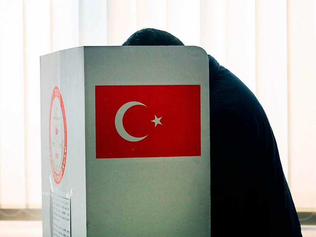 Wahlen Verfassung Referendum Türkei: Erdogan gewinnt Referendum knapp