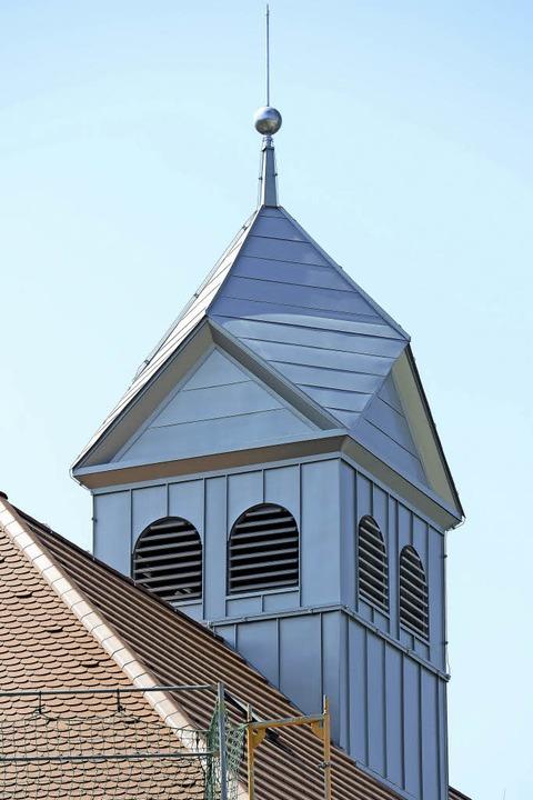 Während der Glockenturm schon fertig i...auluskirche noch eine große Baustelle.  | Foto: Ingo Schneider
