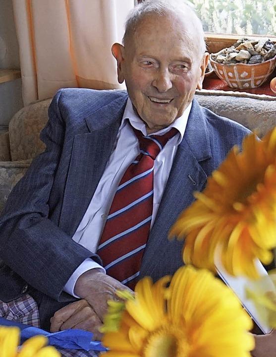 Guter Dinge war Karl Rawer an seinem 104. Geburtstag.   | Foto: Julius Steckmeister