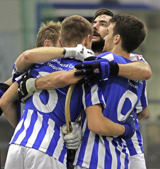 Auch wenn Alberto Garcia (2.v.r.) nach...m Samstag den Sieg im Viertelfinale?    | Foto: Konzok