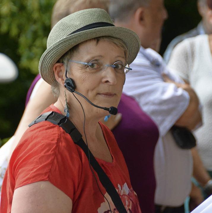 Die Stadtführer – hier Monika Me...er – bieten besondere Häppchen.   | Foto: Lauber