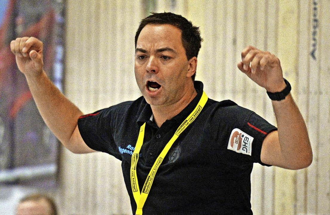 Im letzten Heimspiel will HSG-Coach Ra...en Sieg seines Teams bejubeln können.   | Foto: Seeger
