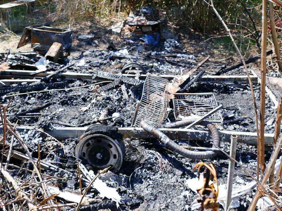 Nur noch Schutt und Asche sind von ein...ftung in Bohlsbach in Flammen aufging.  | Foto: Helmut Seller