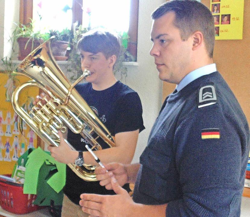 Uwe Strittmatter (links) wird das Euphonium-Solo spielen.  | Foto: Michael Gottstein