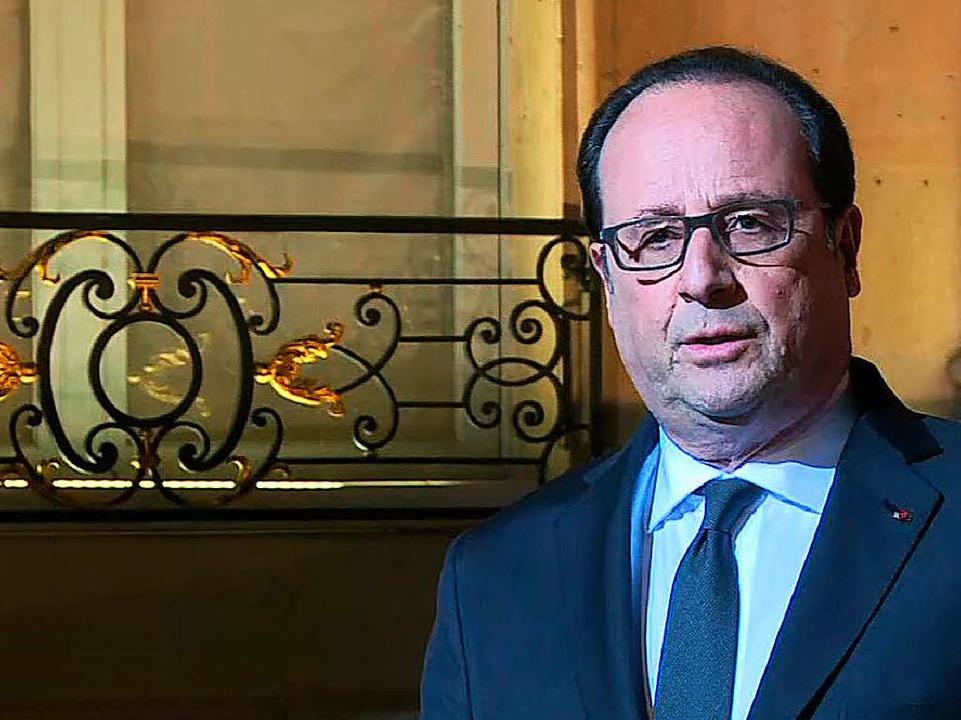 Francois Hollande tritt vor die Presse.  | Foto: AFP
