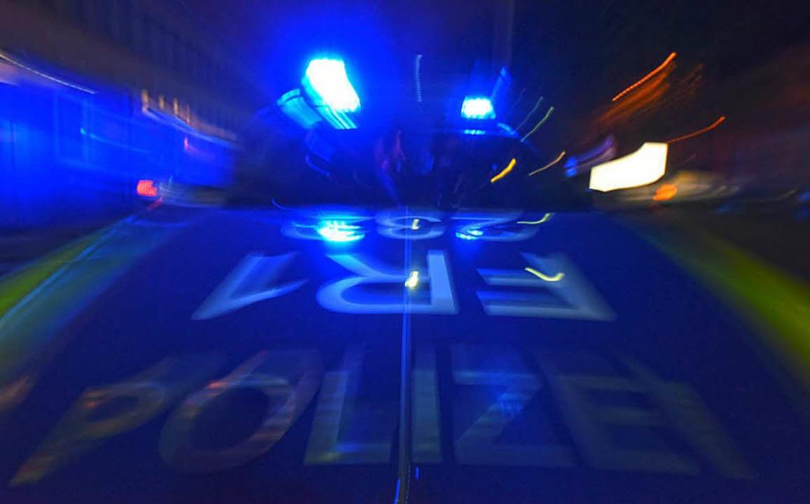 Ein Mann verursachte am Donnerstag in Lörrach zwei Polizeieinsätze (Symbolbild).  | Foto: dpa