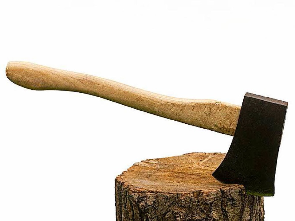 Mit einer Axt zog die Seniorin in Wald...rde dabei missverstanden. (Symbolfoto)  | Foto: fotolia.com/Václav Mach