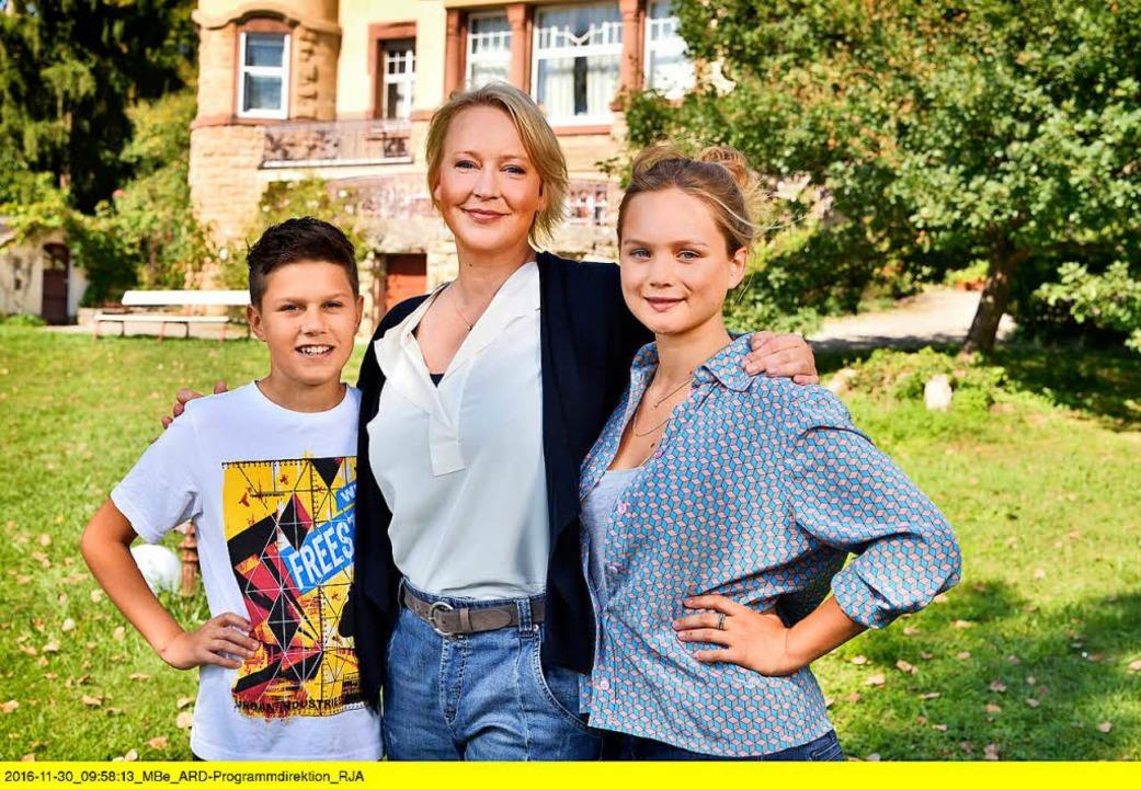Noah Calvin spielt in der neuen ARD-Se...chwester  Johanna (Sofie Eifertinger).  | Foto: Anja Bertsch