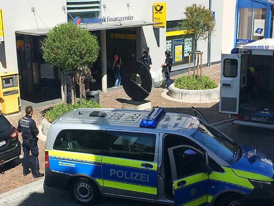 Am Freitagmittag hat ein Täter eine Bankfiliale in Waldshut überfallen.  | Foto: kamera24.tv