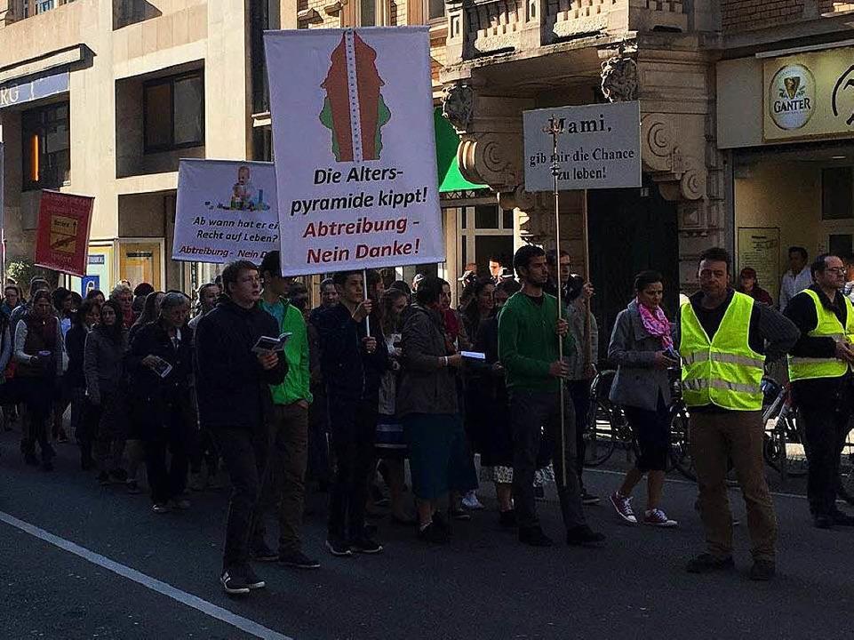 Der Demonstrationszug in der Humboldtstraße.  | Foto: Simone Lutz