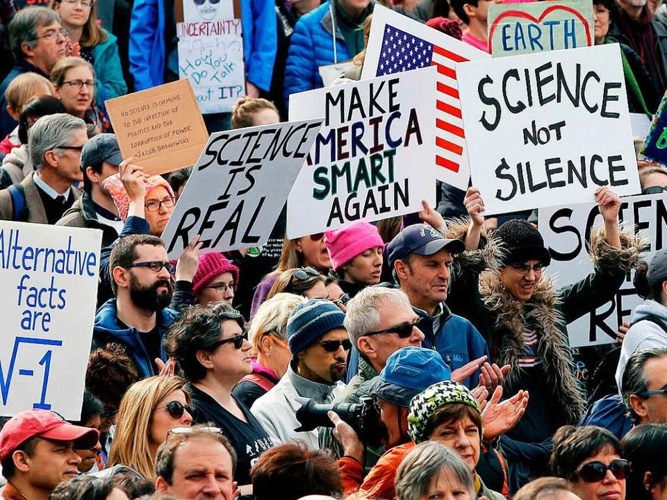 Wissenschaftler demonstrieren im Febru...Tendenzen entgegentreten. (Symbolbild)  | Foto: dpa