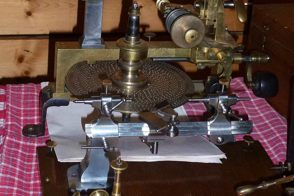 Viel zu sehen und zu entdecken gab es bei der 20. Antik-Uhrenbörse (Foto: Heidrun und Gert Brichta)